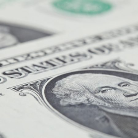 Dollar Edges Lower; Sterling in Focus ahead of U.K. Budget