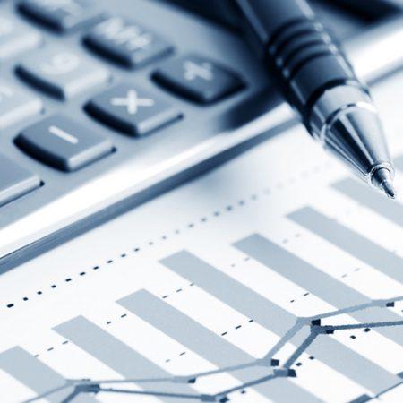 Dollar edges up, currency markets sluggish ahead of cbank meetings
